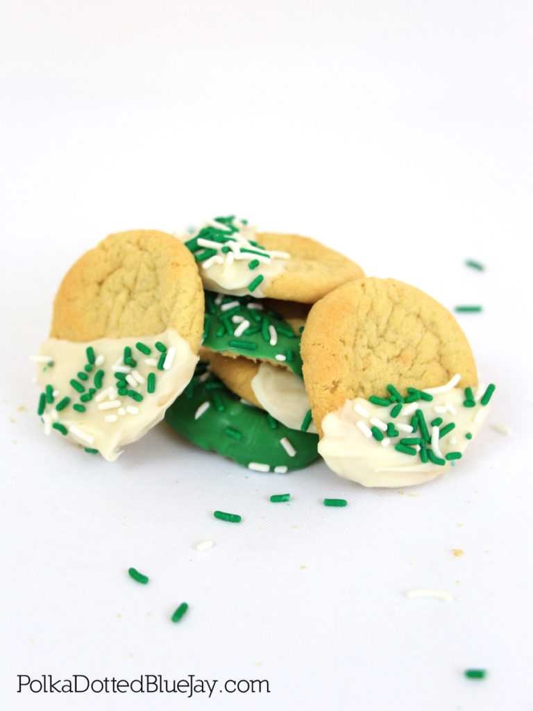 Tomorrow is St. Patrick's Day and I have you covered with a last minute snack that is easy to make: St. Patrick's Day Cookies. Click here to see how to make them in less than 5 minutes.