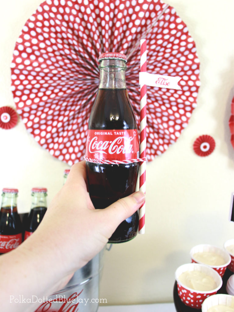 Being able to make a quick and easy dinner is a MUST during the holidays. Setting up a Coca-Cola and Red Baron Pizza party table is exactly what my gift wrapping party with all my friends needs. #GrabSomeCheer #CollectiveBias #ad