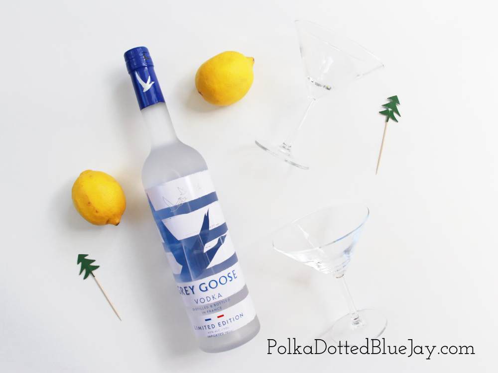 Msg 4 21+ With all the holiday hustle and bustle, be sure to have your hostess apron on and ready with this easy 4 ingredient Grey Goose Martini. A good hostess always has delicious cocktail ingredients on hand. #GiftAndShare #ad