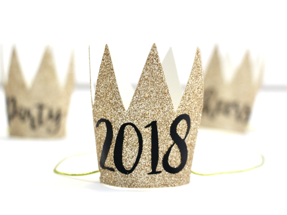 Click here to see how to make these DIY New Year's Eve Party Crows. The perfect party craft to help ring in the new year.